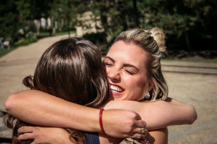 Cinque curiosità sugli abbracci (VIDEO)!