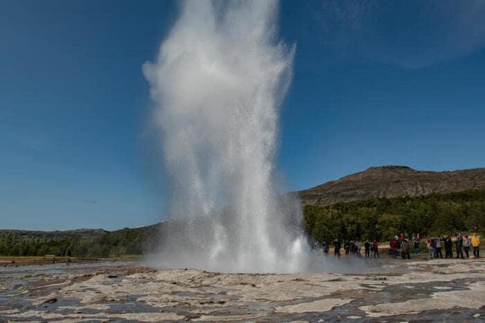 Perché dai geyser esce acqua calda?
