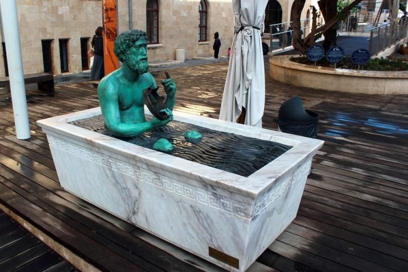 Come mai, in acqua, i corpi sono più leggeri? Lo spiega Archimede!