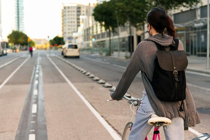 Sicurezza e Bicicletta: 10 regole per pedalare in strada