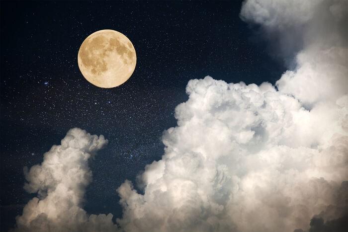 È vero che la Luna ci influenza?