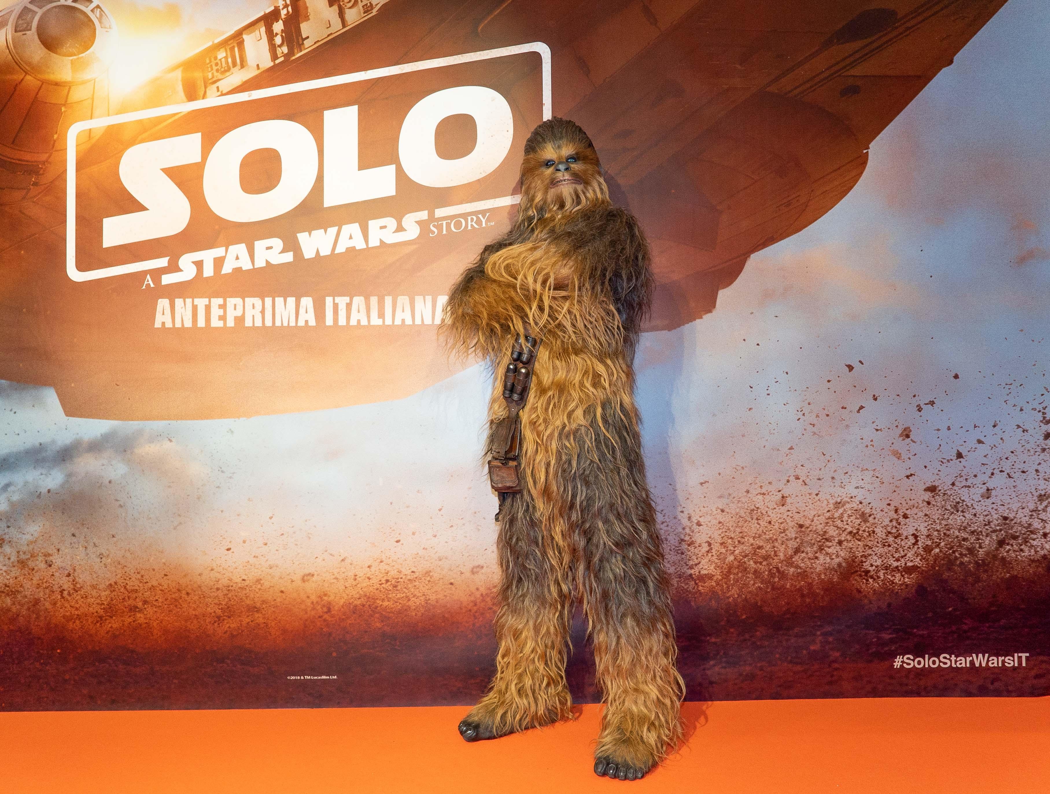 Solo. A Star Wars story da oggi al cinema. Chewbecca è a Milano.