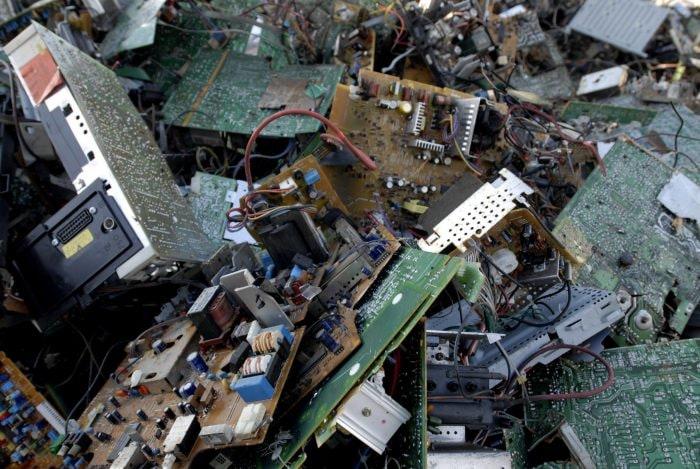 come si riciclano i rifiuti elettronici