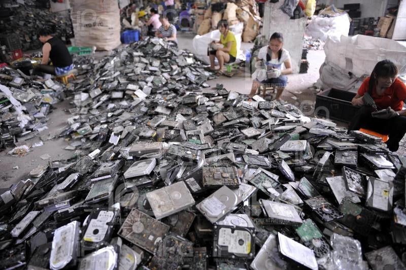 Le discariche di rifiuti elettronici di Guiyu (Cina)
