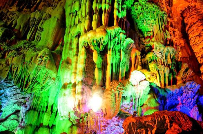 Reed Flute Cave: la grotta dai mille colori