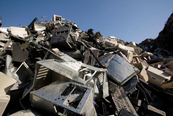 Dove si buttano e come si riciclano i rifiuti elettronici, RAEE?