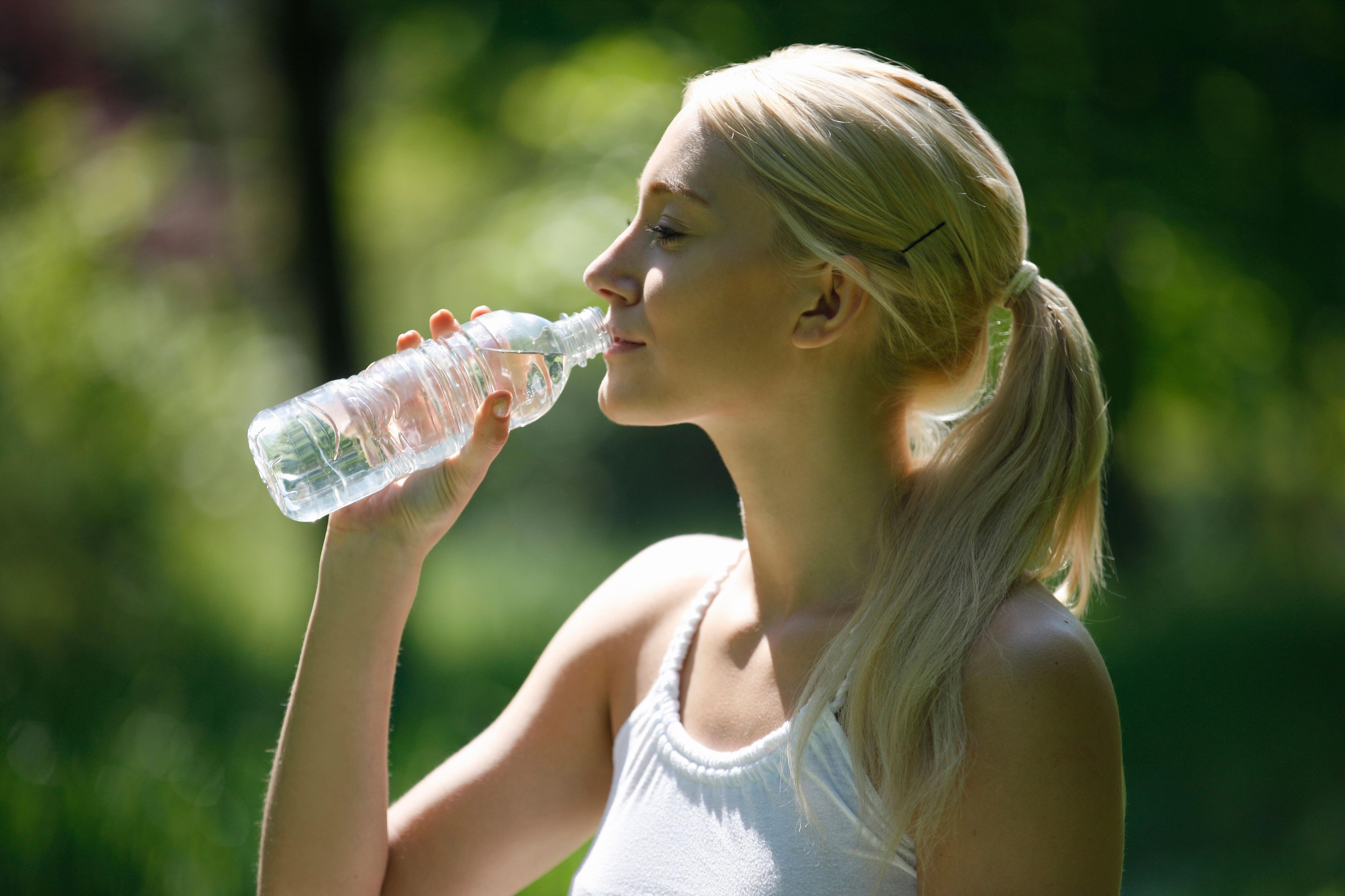 Chi ha inventato la Bottle flip challenge e come si gioca