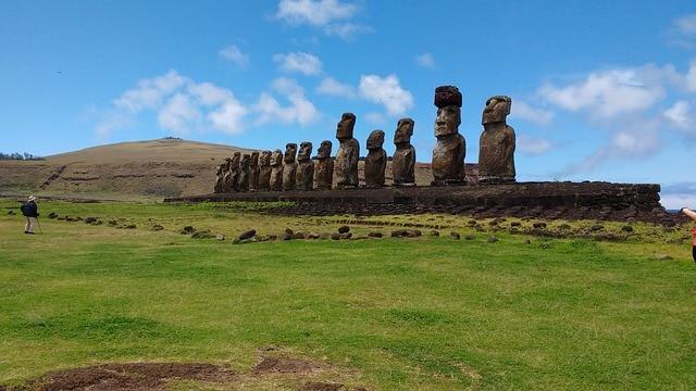 Isola di Pasqua: alcune gigantesche statue Moai avevano il cappello
