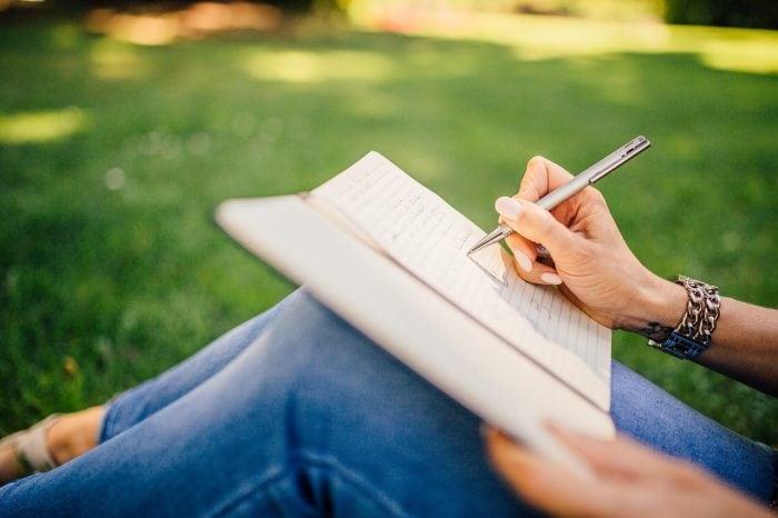 Si scrive obiettivo o obbiettivo?