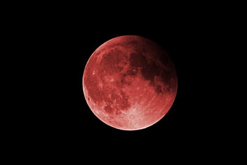 Posti belli dove vedere l'eclissi di luna più lunga della storia