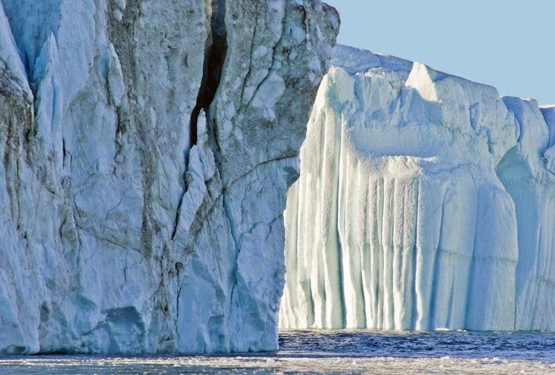Un iceberg gigantesco sta viaggiando a tutta velocità nell'Atlantico!