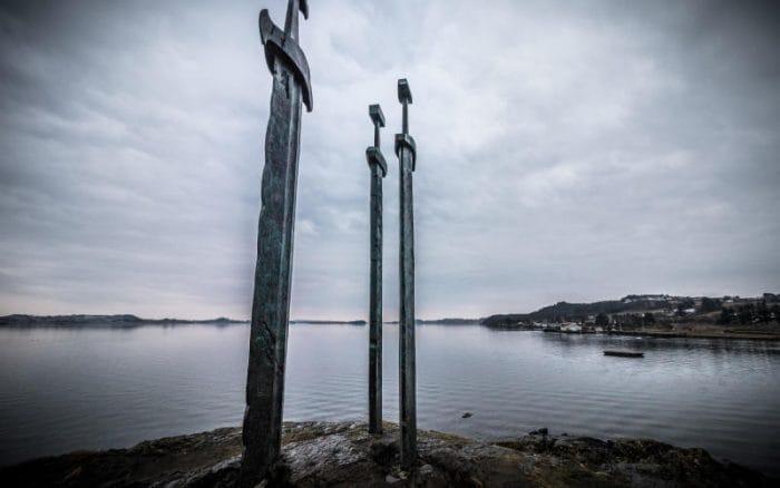 Svezia: antica spada nel lago scoperta da una bimba di otto anni