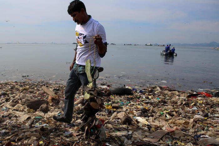 La pulizia di Lampung Bay: le incredibili immagini