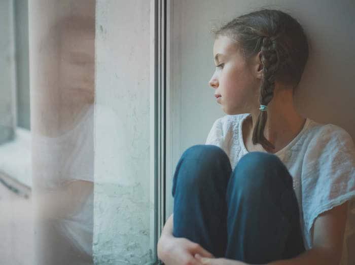 Tra voi: Bambina DSA presa in giro in classe, come aiutarla?