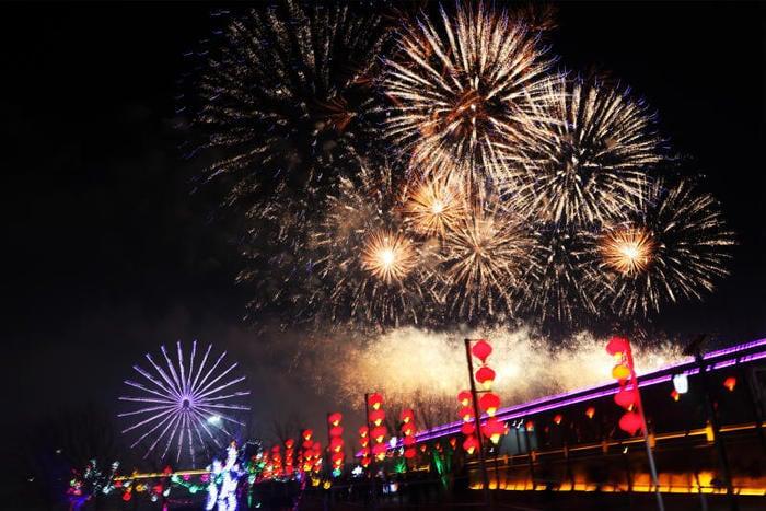 Capodanno cinese: gli spettacolari fuochi d'artificio alla Festa delle Lanterne