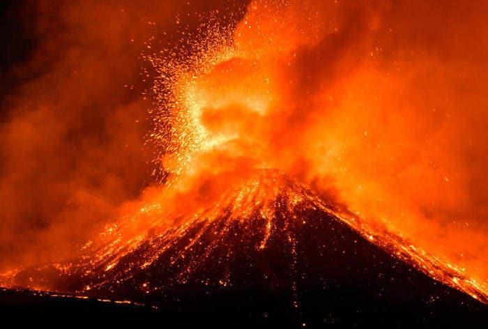 I vulcani: come si formano? Che cosa li alimenta? Quanti tipi di eruzioni esistono?