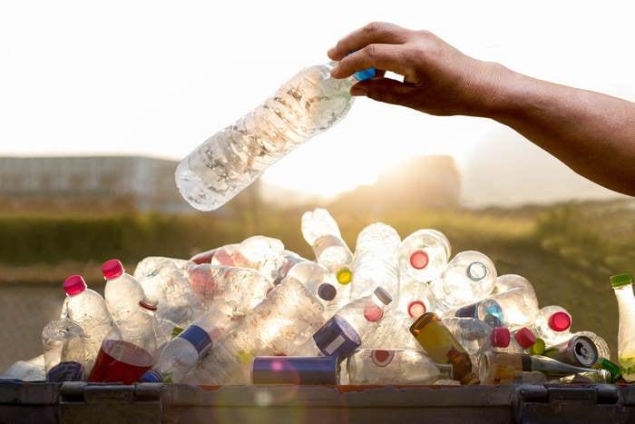 Proteggiamo l'ambiente: a Favara la prima scuola che rinuncia alla plastica