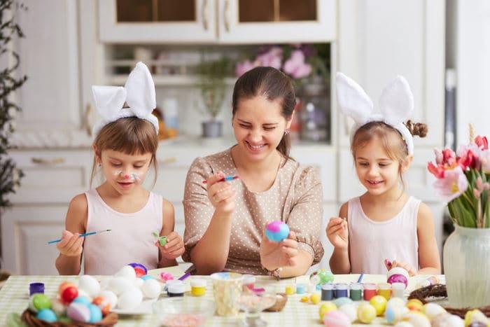 Lavoretto di Pasqua divertente: le teste d'uovo