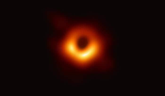 Event Horizon Telescope: ecco la prima fotografia di un buco nero