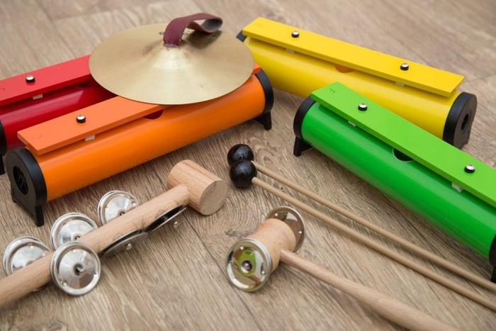 Costruire e suonare uno strumento a scuola aiuta l'ambiente e stimola la creatività