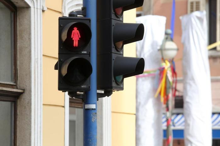 semafori strani