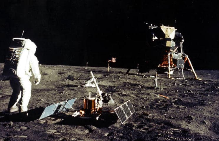 Uomo sulla luna: smontiamo la bufala del complotto