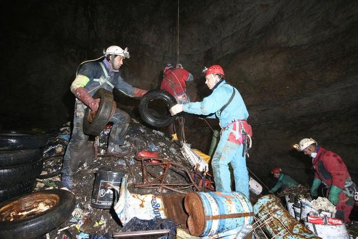 Puliamo il Buio: torna l'iniziativa per sgombrare le discariche sotterranee