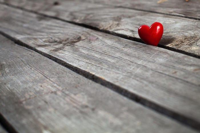 """Educazione affettiva e sessuale: la scuola deve insegnare """"ad amare""""?"""