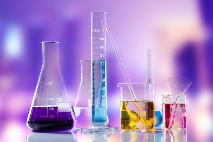 Esperimento da fare a scuola: perché l'olio galleggia sull'acqua?