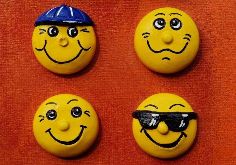Le emoji sulle targhe delle auto