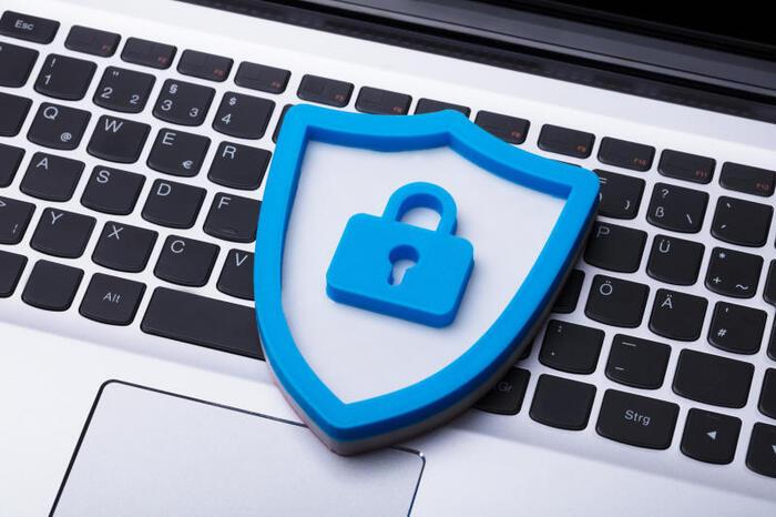 Safer Internet Day: Le 10 regole d'oro per evitare bulli e pericoli della Rete