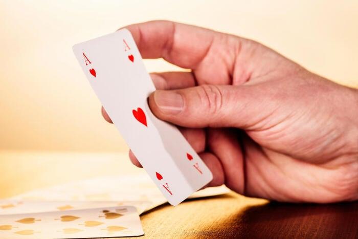 """Gioco di carte: ecco """"sputacchio"""""""
