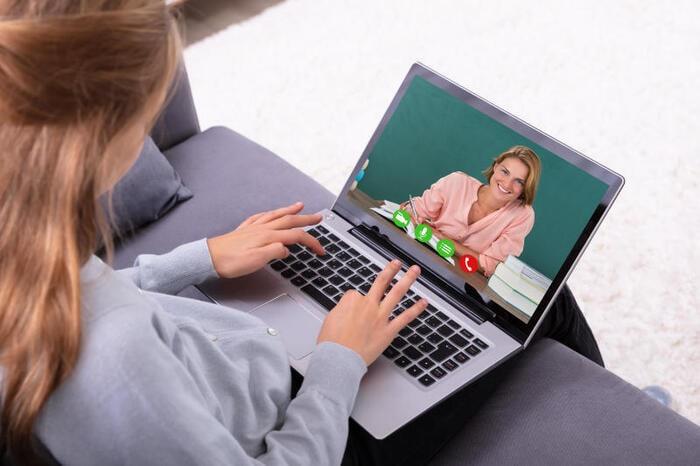 Insegnanti e scuole chiuse: l'importanza di mantenere un contatto le famiglie