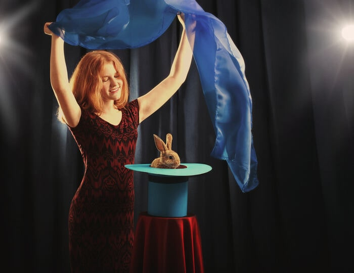 Abracadabra: i trucchi di magia per diventare un perfetto illusionista