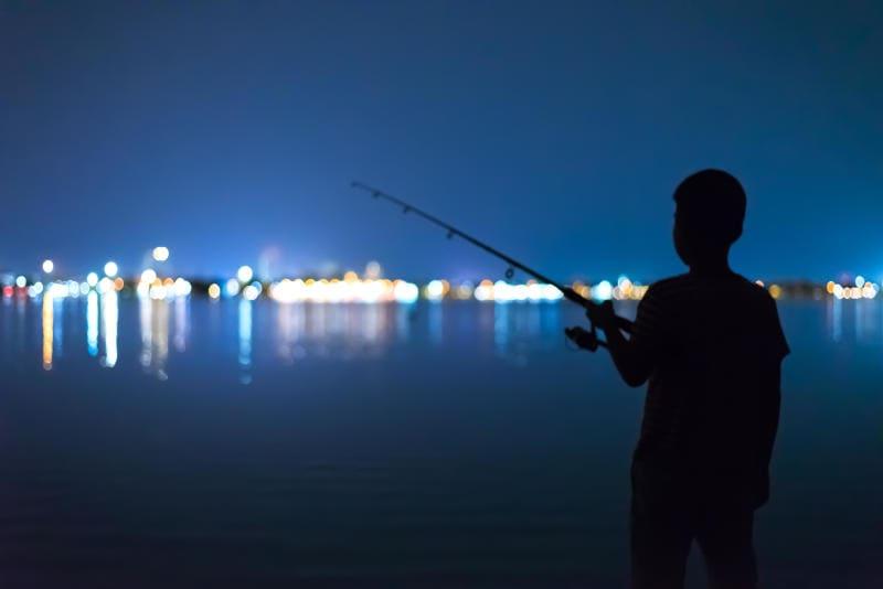Junior reporter, le avventure di Leonardo che pesca di notte con il nonno e di Francesco che si cala lungo il fiume con papà