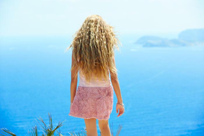 Perché crescendo i capelli si scuriscono?