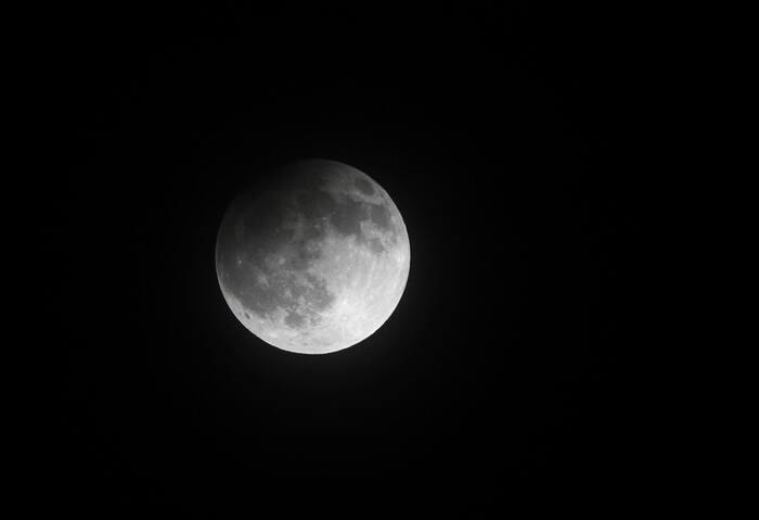 Il 5 giugno ci sarà l'eclissi di Luna penombrale: ma cos'é?