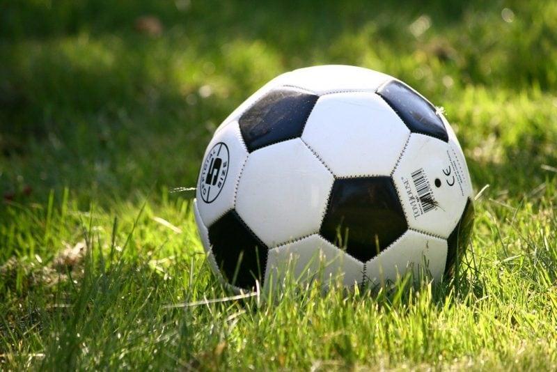 Trasforma un palloncino in un pallone da calcio