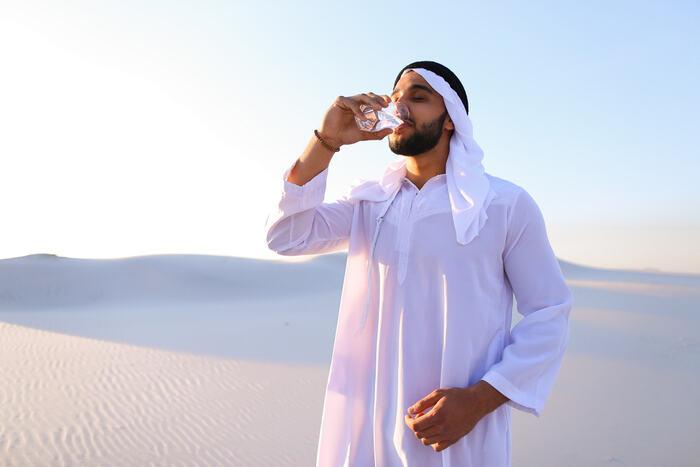Disseta di più una bevanda calda o una bevanda fredda? (VIDEO)