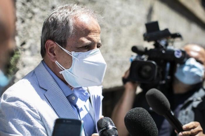 Intervista ad Andrea Crisanti: imporre la mascherina per salvare la scuola in presenza