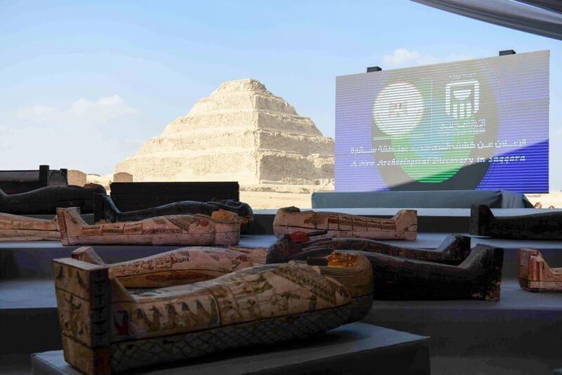 Sarcofagi risalenti a 2.500 anni fa sono stati trovati a Saqqara, in Egitto