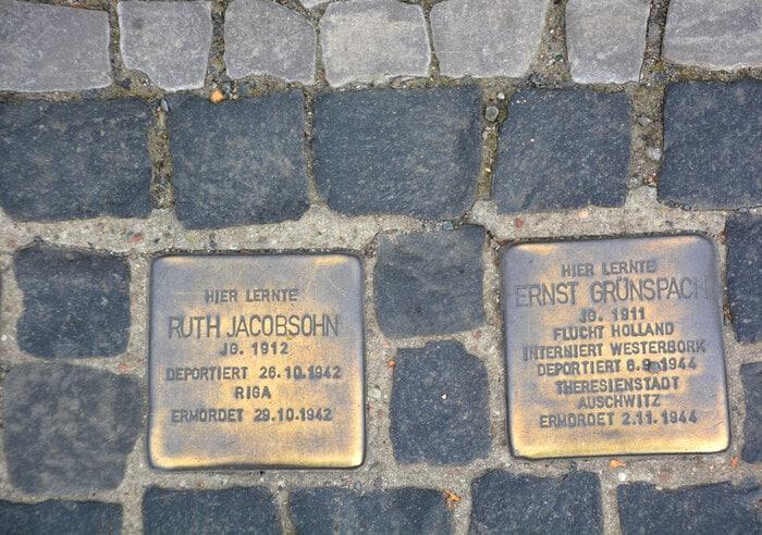 Stolpersteine: le pietre d'inciampo che ricordano le vittima della Shoah