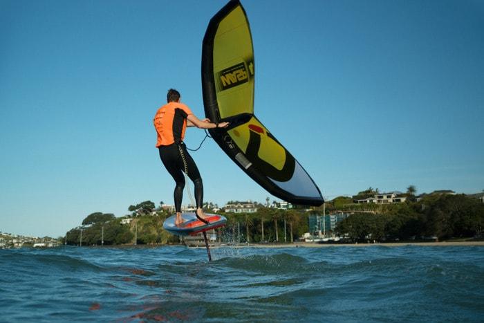 Wingfoil: lo sport acquatico dove si vola