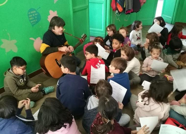 Bimbisvegli: il digiuno del maestro per difendere il suo metodo educativo