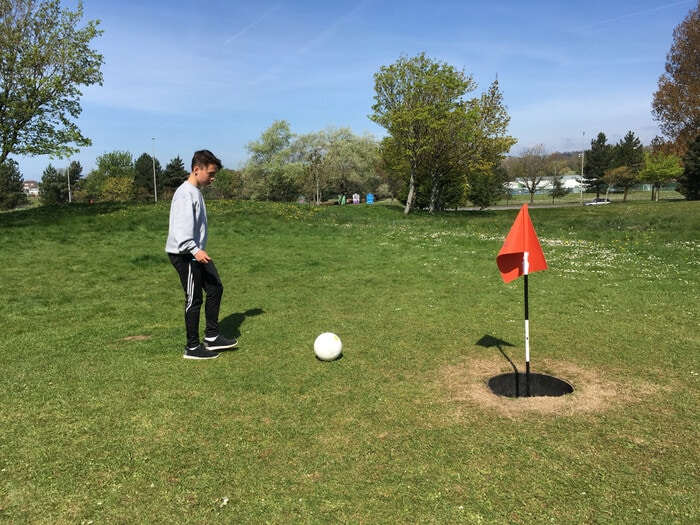 Cos'è il Footgolf: metà calcio, metà golf