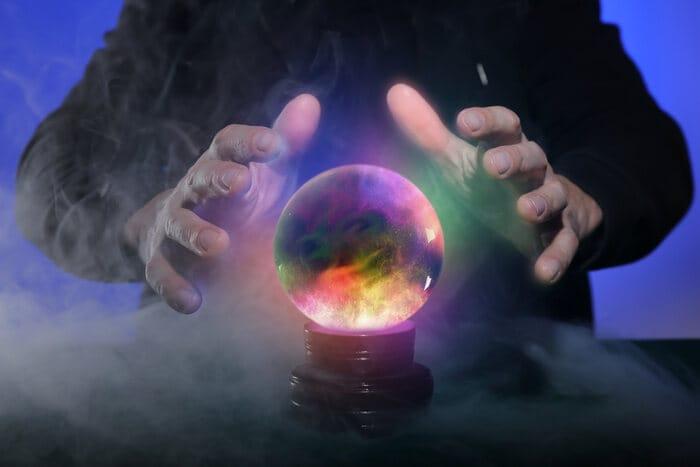Perché maghi e indovini usano la sfera di cristallo?