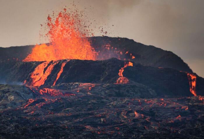 Il vulcano Fagradalsfjall è da record: erutta da sei mesi