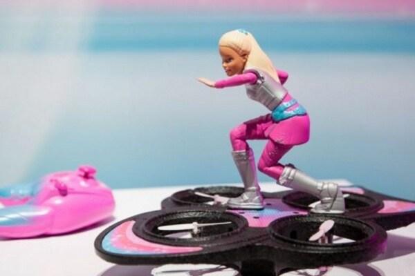 La nuova Barbie vola su un drone. Eccola in versione tecnologica!