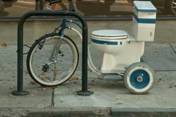 Le bici più pazze del mondo: da quella robot a quella con il wc!