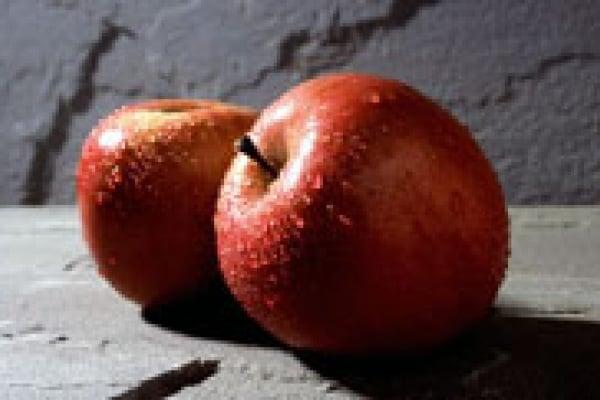 Perché le mele aperte o sbucciate, dopo un po' diventano scure?